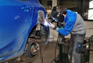 Handling the rust repair on car