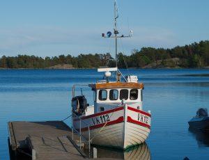 Applying Gel Coat to Your Boat in 10 Easy Steps